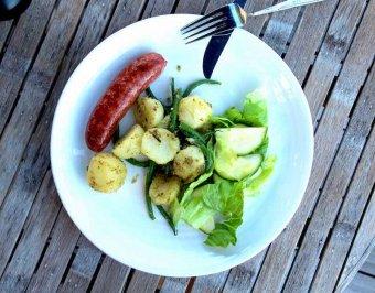 Färsk salsiccia med pestopotatissallad