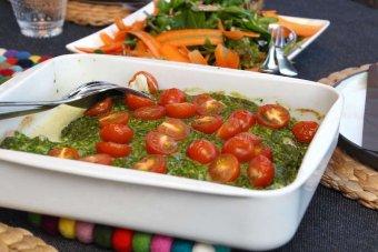 Kolja med ruccolatäcke och rostade tomater