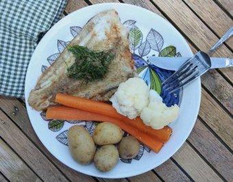Plattfisk med blomkål, dill och kapris