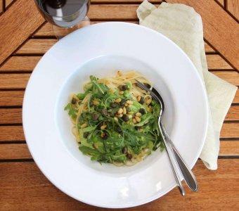 Krämig grönärtpasta med kaprisfräs