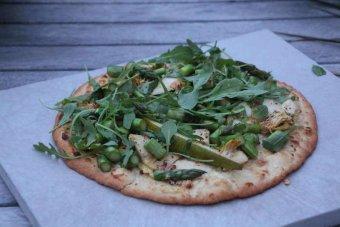 Sommarpizza med grillad sparris
