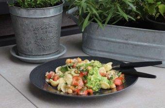Broccoliorecciette med Västerbottenost och bönsallad