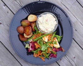 Rostad potatis med curryröra och krispig sallad