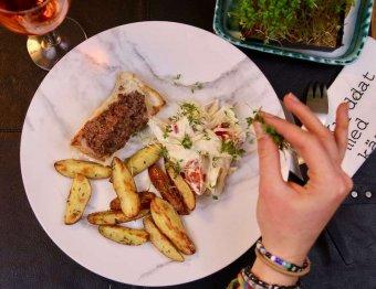 Torskrygg med tapenade, rostad potatis och fänkålssallad