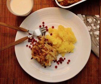 Kålpudding med potatisstomp och lingon