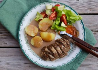 Köttfärslimpa med gräddsås