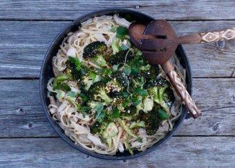 Linguine med kyckling och rostad broccoli