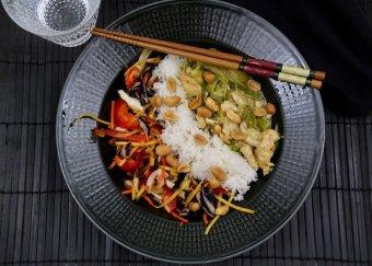 Thaigryta med asiatisk kålsallad