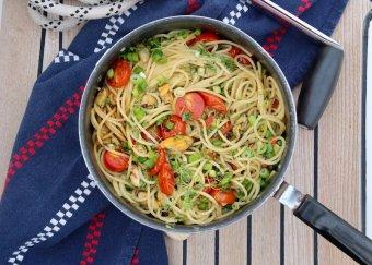 Spaghetti med musslor och rostade tomater