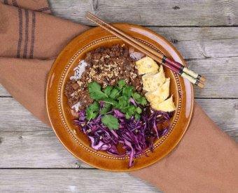 Donburi - hoisinstekt färs med marinerad rödkål