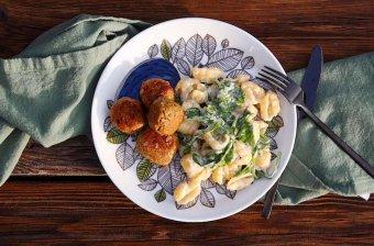 Vegetariska köttbullar med stuvad pasta