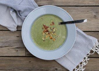 Broccolisoppa med halloumi