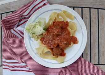 Italienska köttbullar i örtig tomatsås