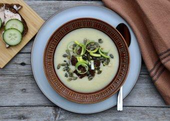 Potatis- och purjolökssoppa med rågbrödskrutonger