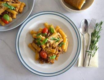 Rigatoni med hemlagad korv, tomater och parmigianoost